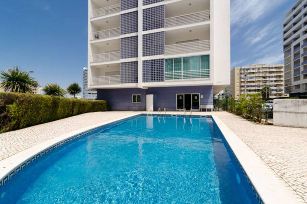 Apartment with swimming pool/WIFI in quiet surroundings (ideal for families)