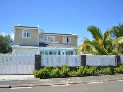 4 bedrooms detached villa  sleep 8, private and quite area at Blue bay