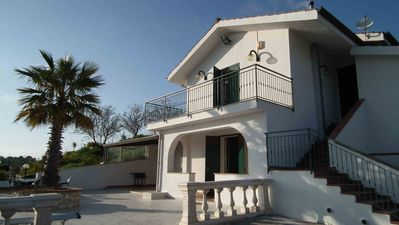 Exquisite Holiday Villa, spacious terrace and pool in the Sicilian countryside