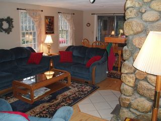 North Conway house photo - Warm and cozy living room