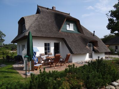 House thatched with reet with separate ground in quiet, central location