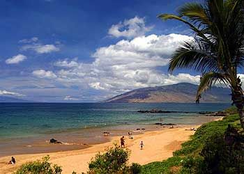 Kamaole Beach with west Maui mountains