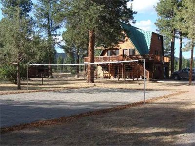 Klamath Falls cabin rental - Volleyball or Badminton Court, Horseshoe Pit, Tetherball and Porch Swing