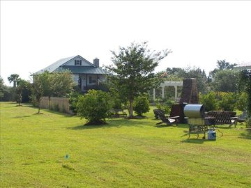 Beaufort farmhouse rental - The farmhouse and barn