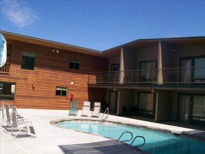 Modern contemporary 1 bd/1 bath sleeps 4 with pool across from Don Morse park