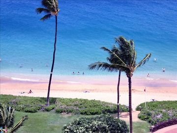 Kaanapali condo rental - The beautiful fine white sand of Kaanapali Beach.