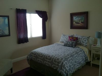 Guest bedroom w/a double bed and private full bathroom