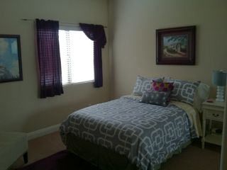 Temecula house photo - Guest bedroom w/a double bed and private full bathroom