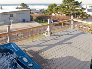 Lincoln City house photo - Front Deck with Hot Tub