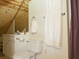 Macks Creek cabin photo - Bath
