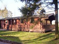 FIELD VIEW LODGE, family friendly in Kenwick Woods, Ref 8719
