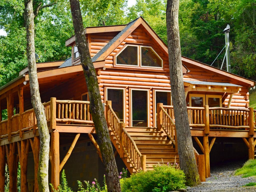 Creekside log home on creek hot tub homeaway for Vacation log homes