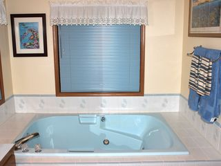 Kent house photo - Master bath oversized jetted tub