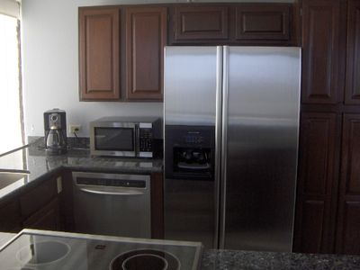 Waikiki condo rental - Remodeled Kitchen, Convection Oven, KitchenAid Appliances for Gourmet Meals!