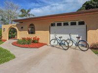 Villa Grande - Spacious Fenced Yard - Wifi - Pets welcome - Beach Ferry - Bikes