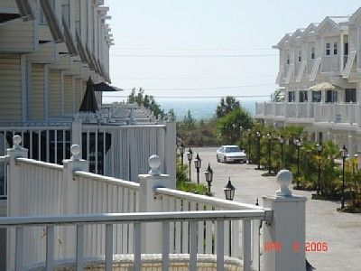 Condo front- near beach, quiet cul-de-sac