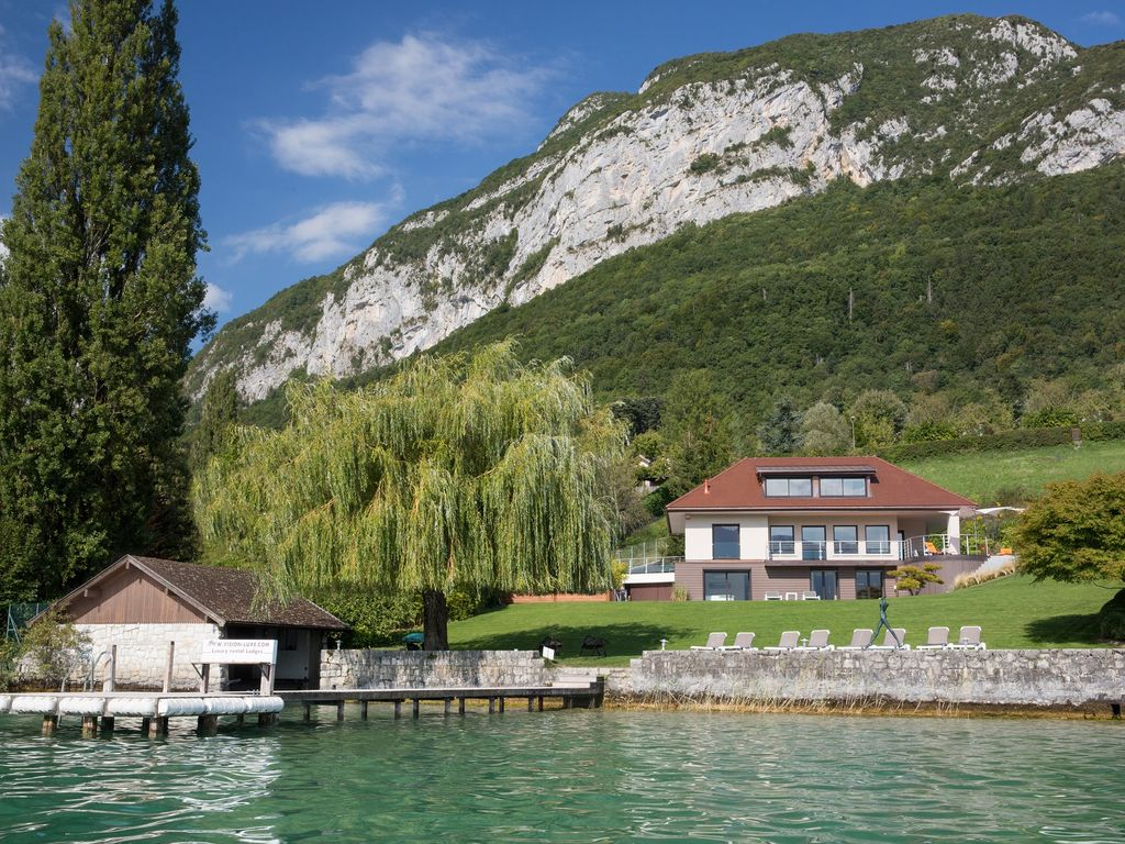 Location villa prestige 5 toiles au bord du lac d annecy for Annecy location maison
