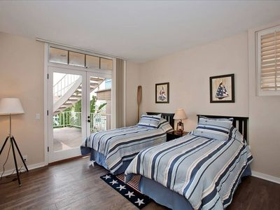 La Jolla house rental - DOWNSTAIRS BEDROOM WITH TWO TWINS WHICH OPENS TO THE LARGE DECK WITH OCEAN VIEWS