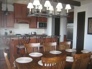 Inlet Beach townhome photo - Large 3rd floor kitchen and dining area with professional appliances