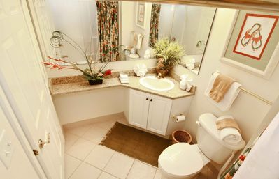 South Wind condo rental - 2ND BATHROOM WITH GRANITE COUNTERTOPS
