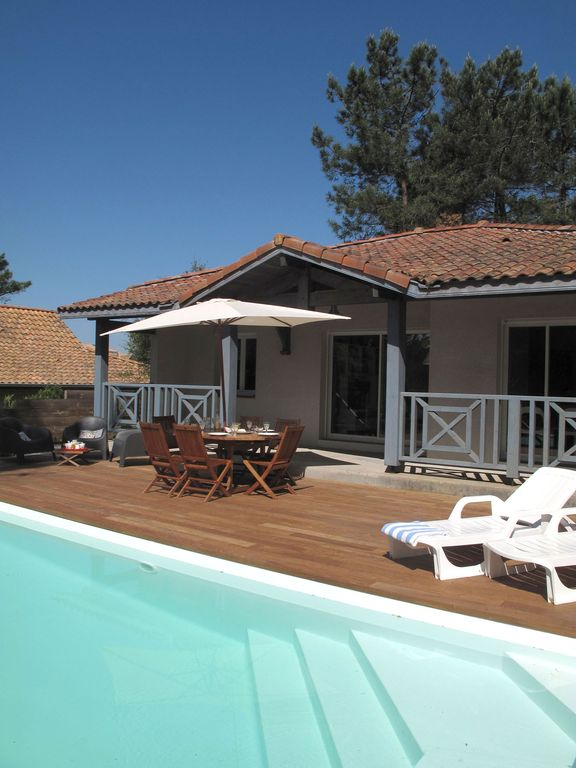 FANTASTIC 3 BEDROOM VILLA WITH HEATED POOL NEAR BEACH AND GOLF IN MOLIETS PLAGE