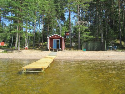 Cottage with its own sandy beach 40m from the lake
