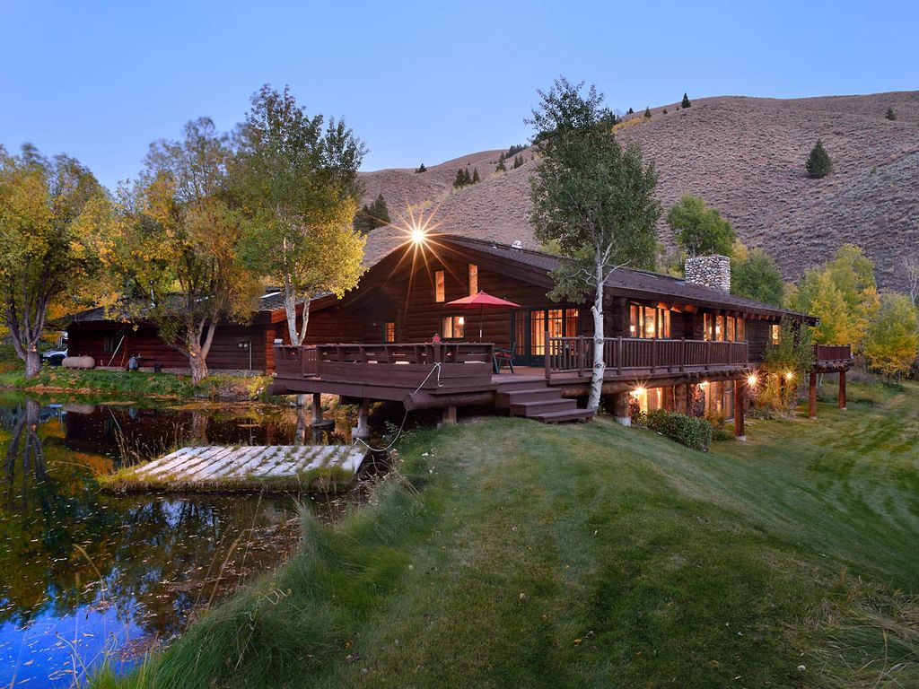 Private log cabin retreat right in sun valley vrbo for Log cabin retreat