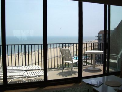 Relax with your coffee on the balcony and watch the waves!