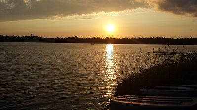 Cozy Lake Home, Relaxing Getaway, Beautiful Sunsets on Sand Lake