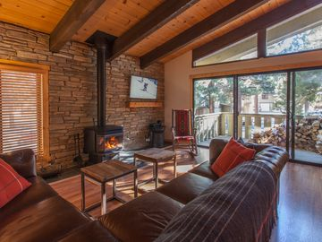 Mammoth Lakes condo rental - Newly remodeled living room with a full wall stone fireplace - 46 inch LCDTV