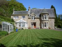 Stunning Country Mansion House On the Edge of the Countryside and a Min from Town