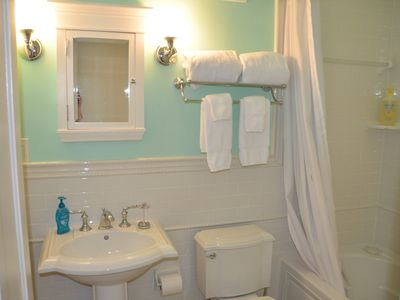 Spacious bath w/large tub/shower & pedestal sink