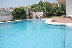 Calahonda villa rental - Part of pool area and barbeque