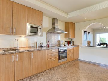 KITCHEN PENTHOUSE E2