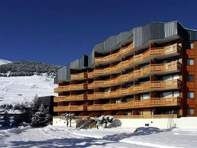 A studio in attractive Les Deux Alpes, close to the ski-lifts and village centre.