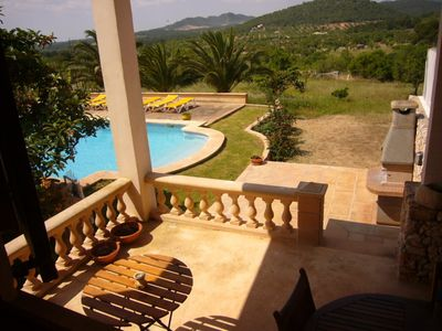 beach-front house with large pool and lawn garden, only 2.5km from C. Romantica