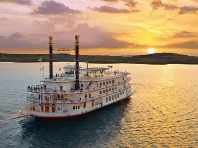 Branson condo rental - Cruise on the Showboat! Photo courtesy Branson Chamber of Commerce.