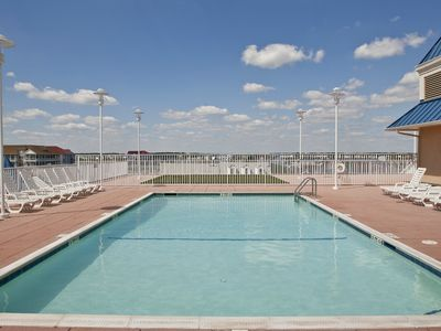 Rooftop Pool & Putting Green