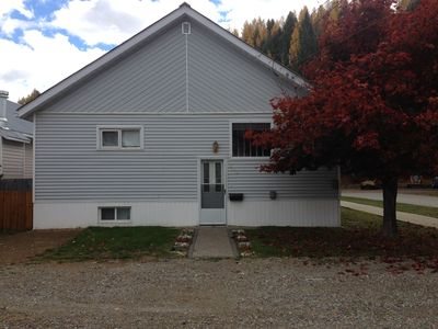 Large rustic home in quiet neighbourhood in town - close to golf and skiing.