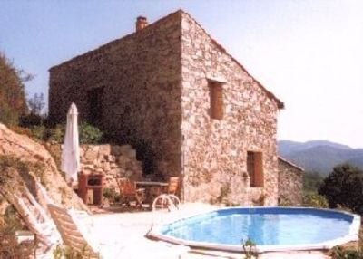 Pyrénéan self-catering cottage on organic farm, 2 pools and delicious meals