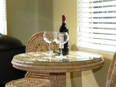 Sausalito apartment rental - Wine table in living room
