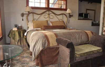 Upper Level-Master suite w/mtn views, private deck, sleeping loft & private bath
