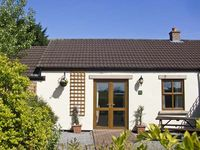 HAWTHORN COTTAGE, pet friendly, with a garden in Caldwell, Ref 6756