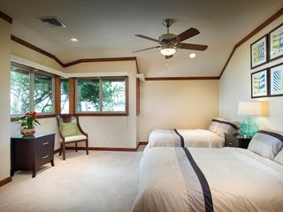 Kahala estate photo - Ocean View Bedroom w/double beds