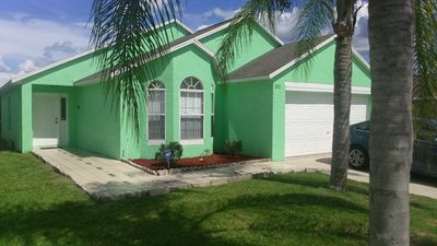 4 bed 2 bath pool home with free wifi, great access for the parks, beaches and Orlando City Soccer games