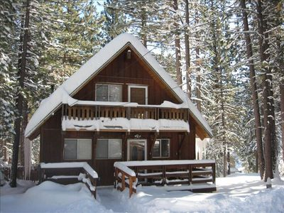 Chalet with Private Hot Tub in the Tall Pines