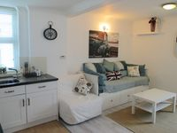 FABULOUS BEACH FRONT STUDIO APARTMENT IN WORTHING WEST SUSSEX RIGHT BY THE SEA