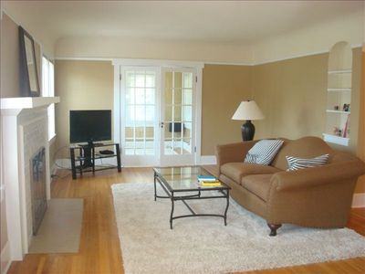 Beautiful Upper Floor Apartment- 1100 Sq.Ft.   99 Walk Rating