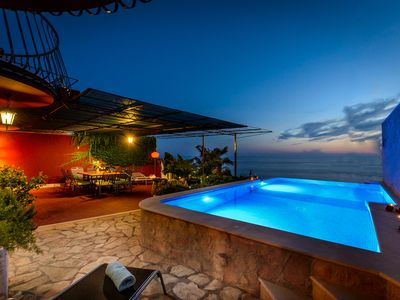 Peaceful and quiet place with infinity edge pool and beautiful view