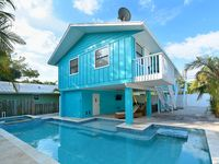 2 Bed/ 2 Bath, Just steps to the beach, New Pool!!!